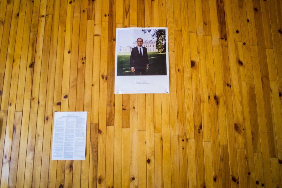 Portrait officiel du Président François Hollande au mur de la petite mairie de St-Martin-lès-Seyne, commune de 17 habitants.